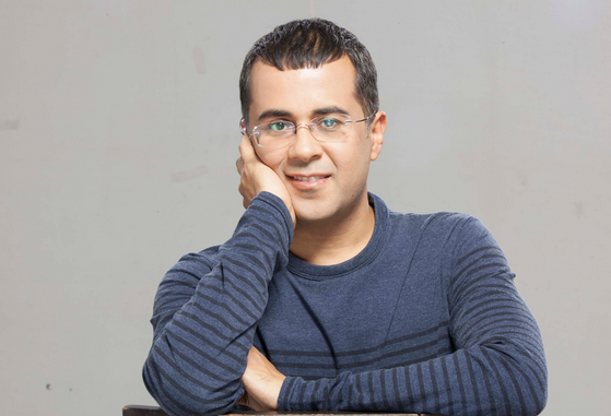 Modern and young Indian Author chetan bhagat